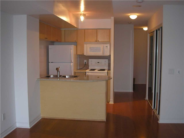 Condo Apartment at 763 Bay St, Unit 2714, Toronto, Ontario. Image 3