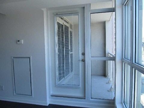 Condo Apartment at 35 Bastion St, Unit 819, Toronto, Ontario. Image 9