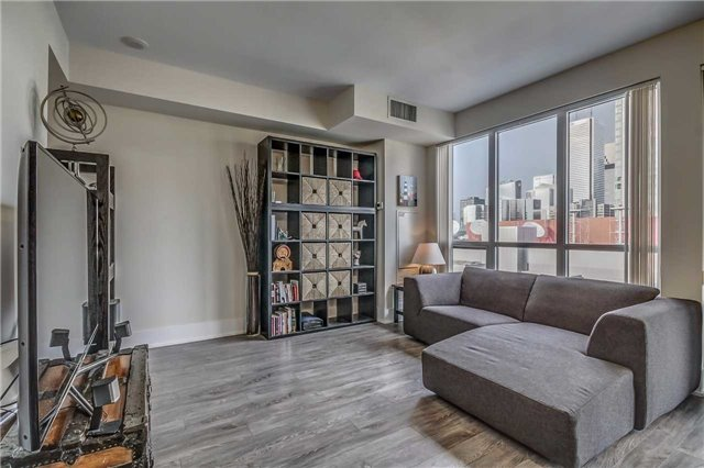 Condo Apartment at 300 Front St, Unit 2208, Toronto, Ontario. Image 9