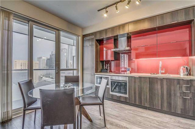 Condo Apartment at 300 Front St, Unit 2208, Toronto, Ontario. Image 12