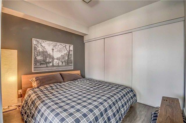Condo Apartment at 300 Front St, Unit 2208, Toronto, Ontario. Image 2