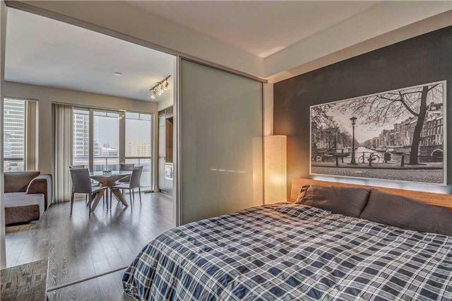 Condo Apartment at 300 Front St, Unit 2208, Toronto, Ontario. Image 3