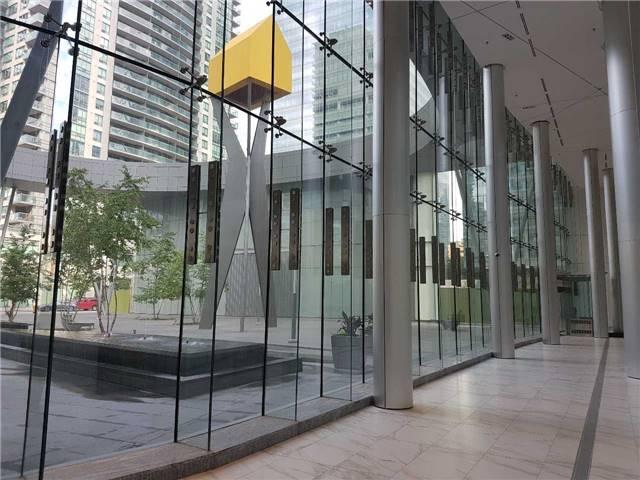 Condo Apartment at 14 York St, Unit 3711, Toronto, Ontario. Image 6