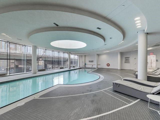 Condo Apartment at 14 York St, Unit 3711, Toronto, Ontario. Image 10