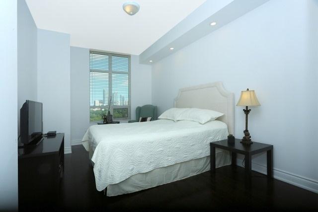 Condo Apartment at 10 Bloorview Pl, Unit 1014, Toronto, Ontario. Image 2
