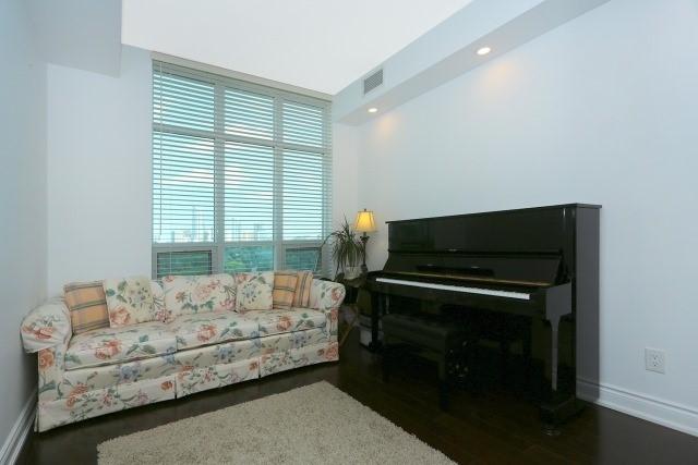 Condo Apartment at 10 Bloorview Pl, Unit 1014, Toronto, Ontario. Image 4