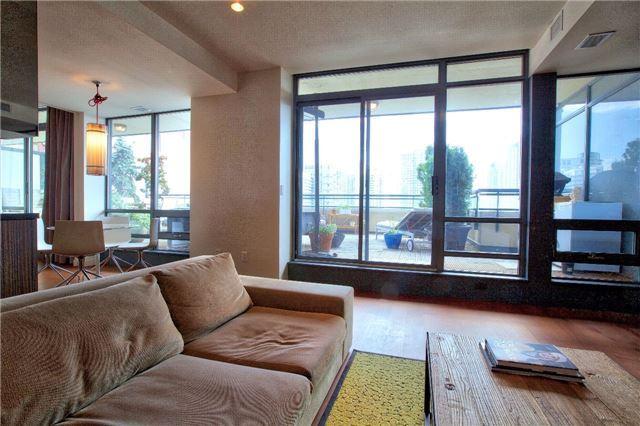 Condo Apartment at 438 King St W, Unit 1312, Toronto, Ontario. Image 19