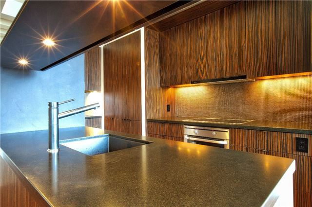 Condo Apartment at 438 King St W, Unit 1312, Toronto, Ontario. Image 2