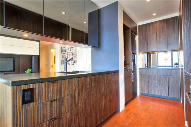 Condo Apartment at 438 King St W, Unit 1312, Toronto, Ontario. Image 3