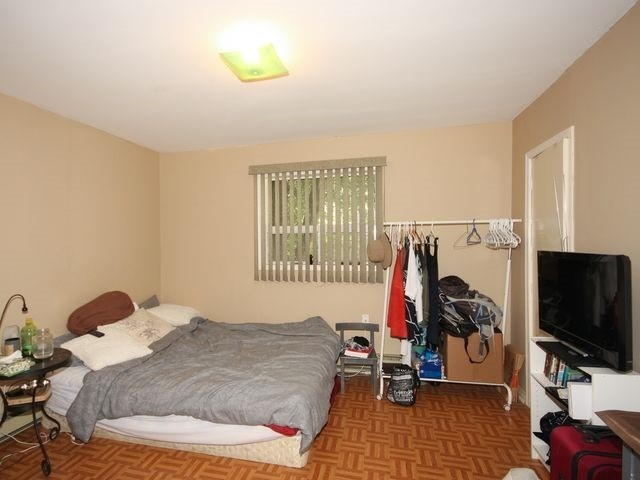 Duplex at 202 Mc Caul St, Toronto, Ontario. Image 7