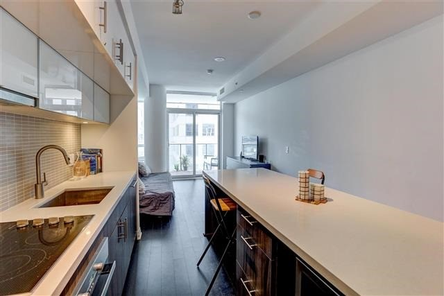 Condo Apartment at 8 Mercer St, Unit 1203, Toronto, Ontario. Image 14