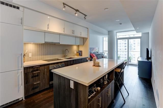 Condo Apartment at 8 Mercer St, Unit 1203, Toronto, Ontario. Image 15