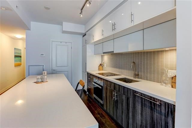 Condo Apartment at 8 Mercer St, Unit 1203, Toronto, Ontario. Image 16