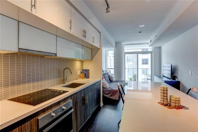 Condo Apartment at 8 Mercer St, Unit 1203, Toronto, Ontario. Image 17