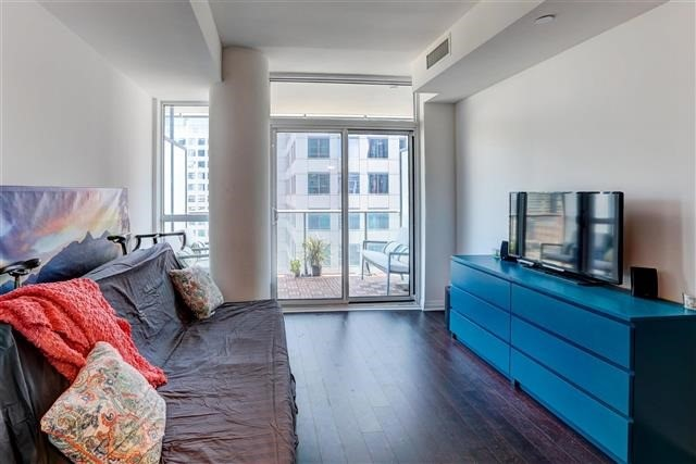 Condo Apartment at 8 Mercer St, Unit 1203, Toronto, Ontario. Image 19