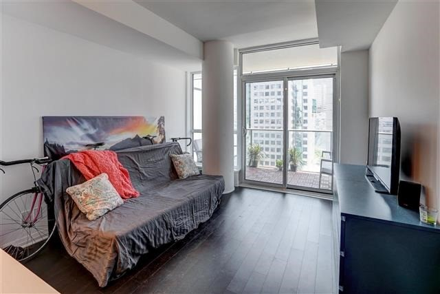 Condo Apartment at 8 Mercer St, Unit 1203, Toronto, Ontario. Image 3