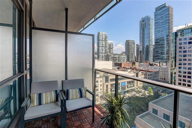 Condo Apartment at 8 Mercer St, Unit 1203, Toronto, Ontario. Image 5