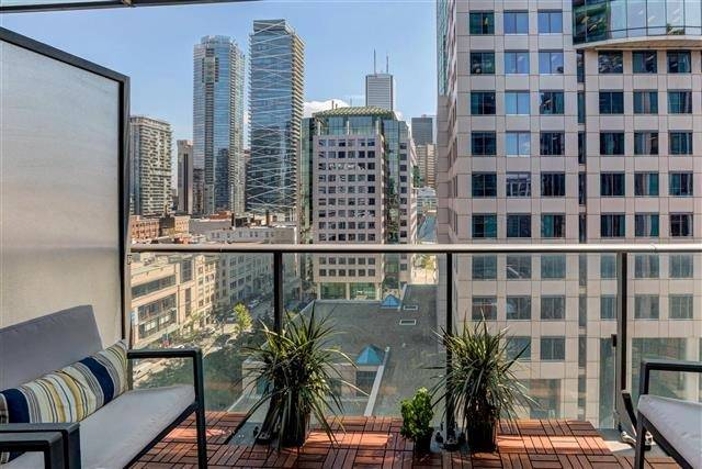Condo Apartment at 8 Mercer St, Unit 1203, Toronto, Ontario. Image 6