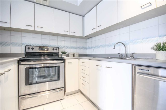 Condo Apartment at 25 The Esplanade, Unit 320, Toronto, Ontario. Image 19