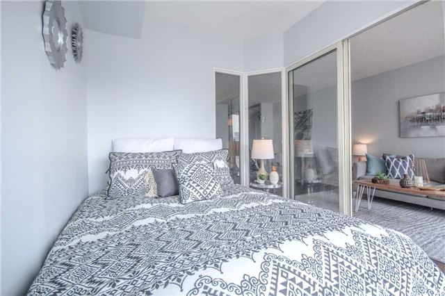 Condo Apartment at 25 The Esplanade, Unit 320, Toronto, Ontario. Image 5