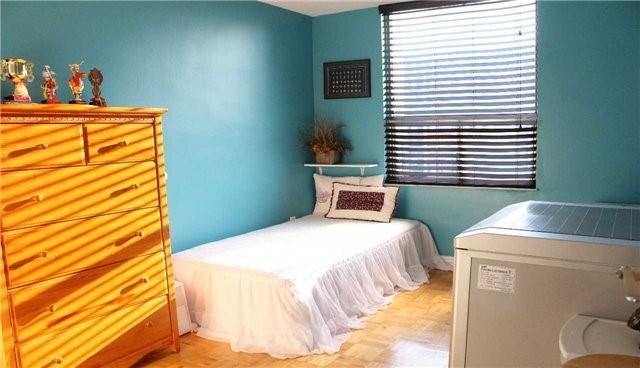 Condo Apartment at 10 Edgecliff Gfwy, Unit 1216, Toronto, Ontario. Image 15