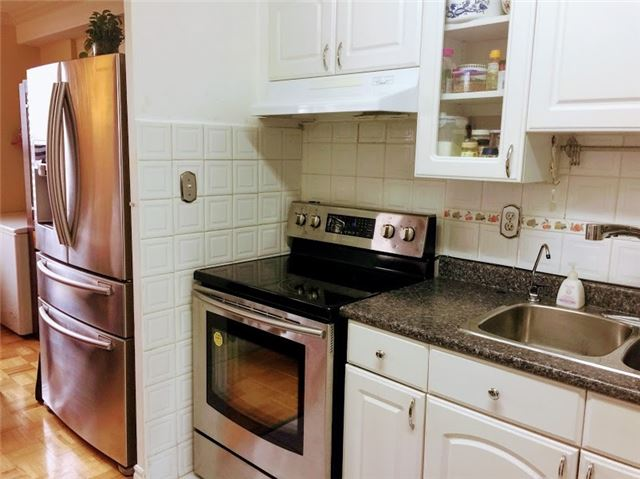 Condo Apartment at 10 Edgecliff Gfwy, Unit 1216, Toronto, Ontario. Image 16