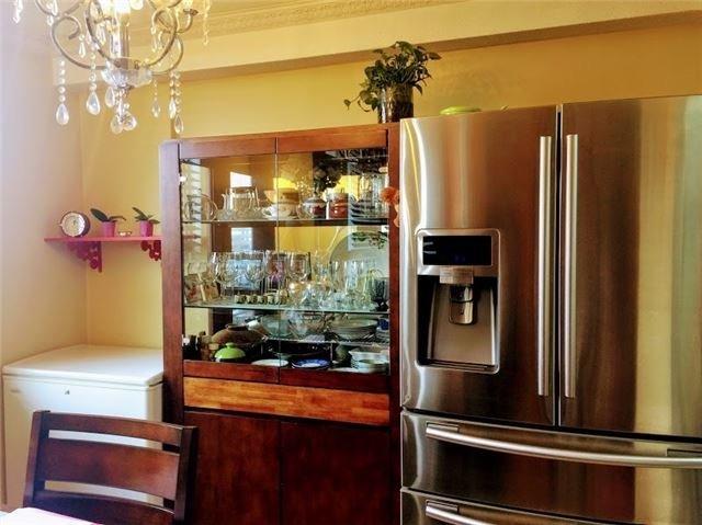 Condo Apartment at 10 Edgecliff Gfwy, Unit 1216, Toronto, Ontario. Image 18