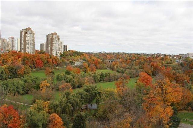 Condo Apartment at 10 Edgecliff Gfwy, Unit 1216, Toronto, Ontario. Image 13