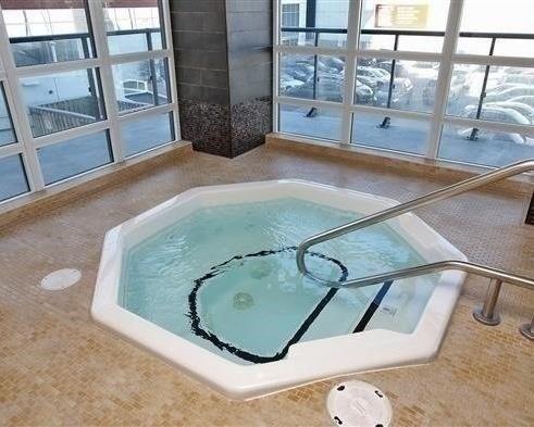 Condo Apartment at 825 Church St, Unit 2708, Toronto, Ontario. Image 3