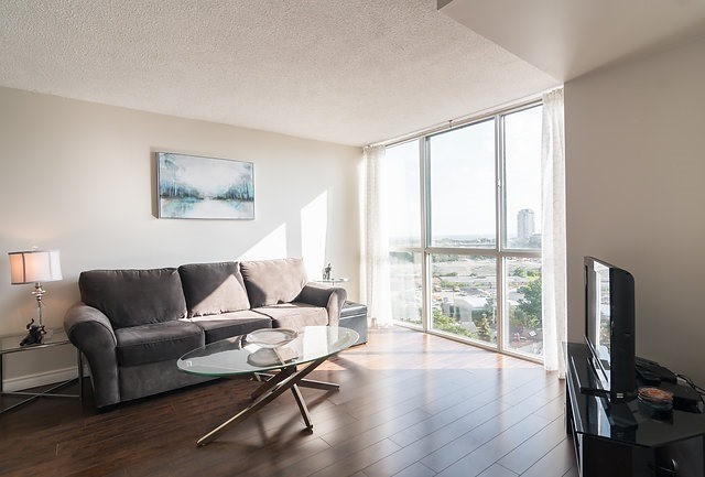 Condo Apartment at 801 King St W, Unit 1007, Toronto, Ontario. Image 9