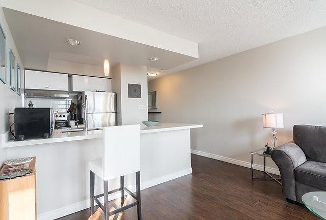 Condo Apartment at 801 King St W, Unit 1007, Toronto, Ontario. Image 10