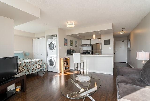 Condo Apartment at 801 King St W, Unit 1007, Toronto, Ontario. Image 11