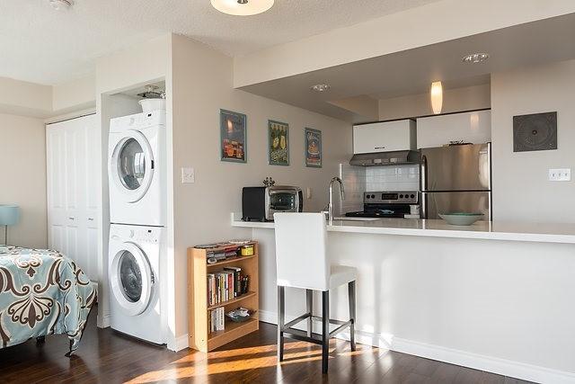 Condo Apartment at 801 King St W, Unit 1007, Toronto, Ontario. Image 12