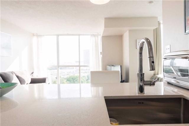 Condo Apartment at 801 King St W, Unit 1007, Toronto, Ontario. Image 13