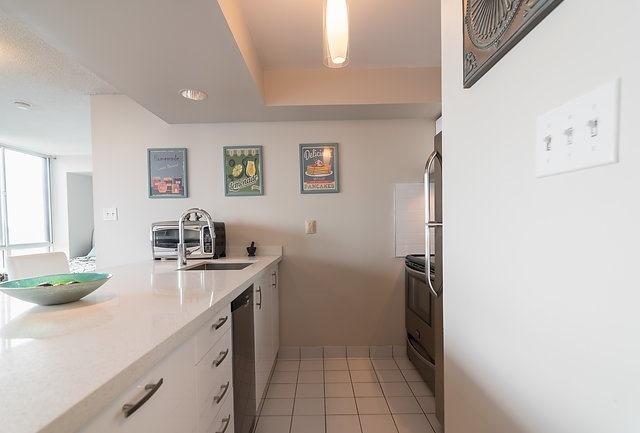 Condo Apartment at 801 King St W, Unit 1007, Toronto, Ontario. Image 14
