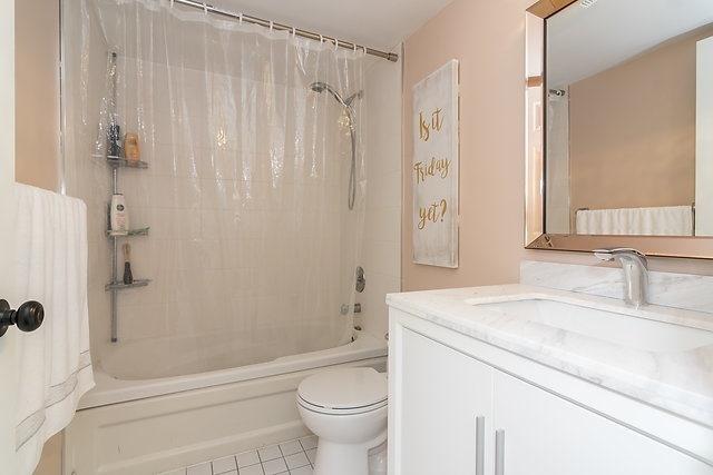 Condo Apartment at 801 King St W, Unit 1007, Toronto, Ontario. Image 15
