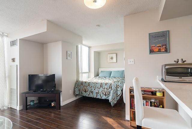 Condo Apartment at 801 King St W, Unit 1007, Toronto, Ontario. Image 16
