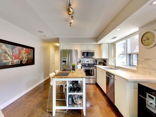 Condo Apartment at 270 Wellington St W, Unit 306, Toronto, Ontario. Image 11