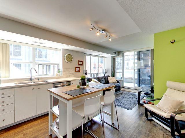 Condo Apartment at 270 Wellington St W, Unit 306, Toronto, Ontario. Image 12