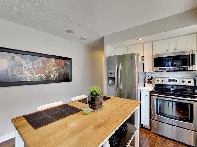 Condo Apartment at 270 Wellington St W, Unit 306, Toronto, Ontario. Image 13