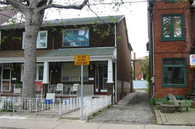 Townhouse at 696 Adelaide St W, Toronto, Ontario. Image 1