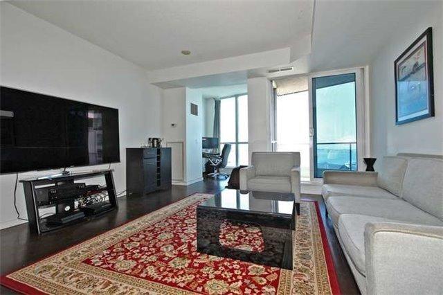 Condo Apartment at 218 Queens Quay W, Unit 1011, Toronto, Ontario. Image 14