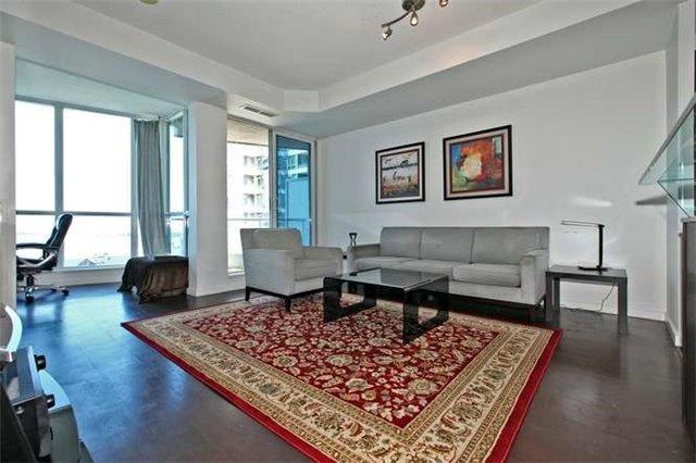 Condo Apartment at 218 Queens Quay W, Unit 1011, Toronto, Ontario. Image 15
