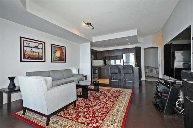 Condo Apartment at 218 Queens Quay W, Unit 1011, Toronto, Ontario. Image 16