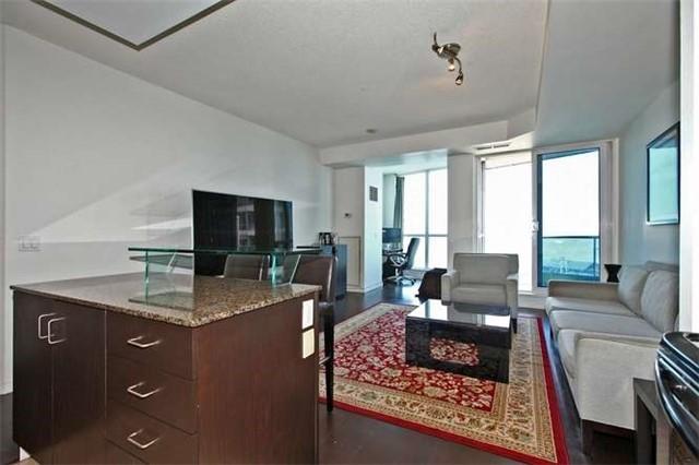 Condo Apartment at 218 Queens Quay W, Unit 1011, Toronto, Ontario. Image 17