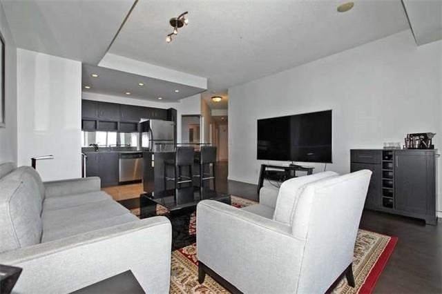 Condo Apartment at 218 Queens Quay W, Unit 1011, Toronto, Ontario. Image 18