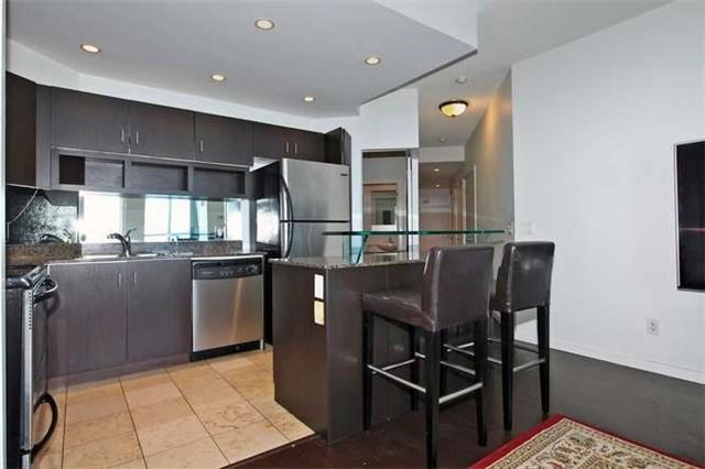 Condo Apartment at 218 Queens Quay W, Unit 1011, Toronto, Ontario. Image 19