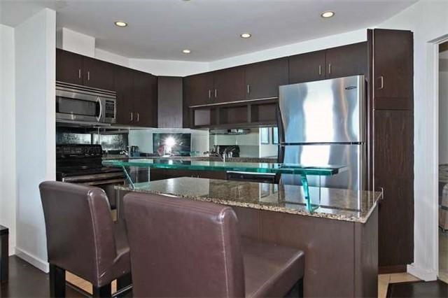 Condo Apartment at 218 Queens Quay W, Unit 1011, Toronto, Ontario. Image 20