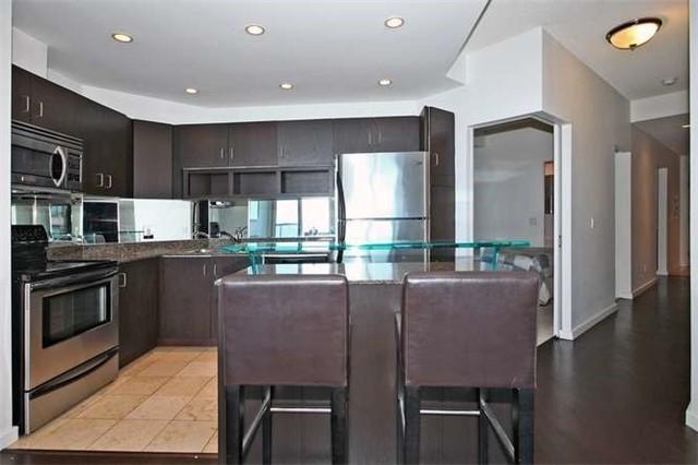 Condo Apartment at 218 Queens Quay W, Unit 1011, Toronto, Ontario. Image 2