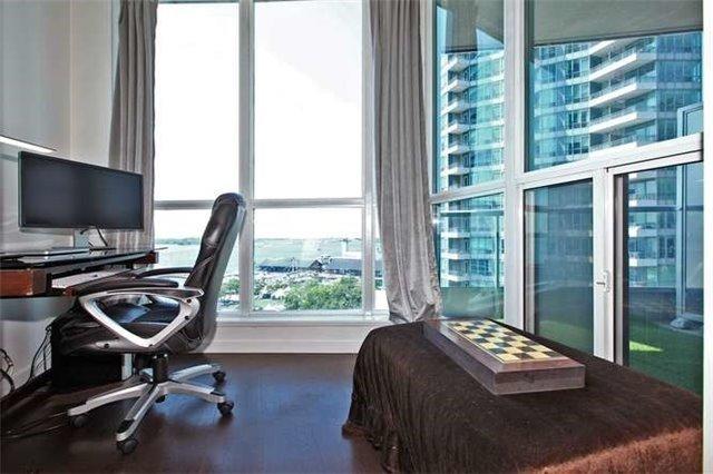 Condo Apartment at 218 Queens Quay W, Unit 1011, Toronto, Ontario. Image 3